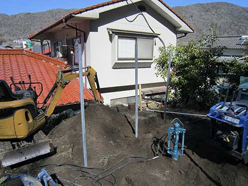 施工例)単管パイプ基礎打ち施工